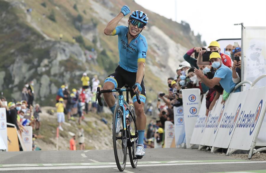 Richard Carapaz lideró gran parte de la etapa, pero finalmente terminó en el undécimo lugar