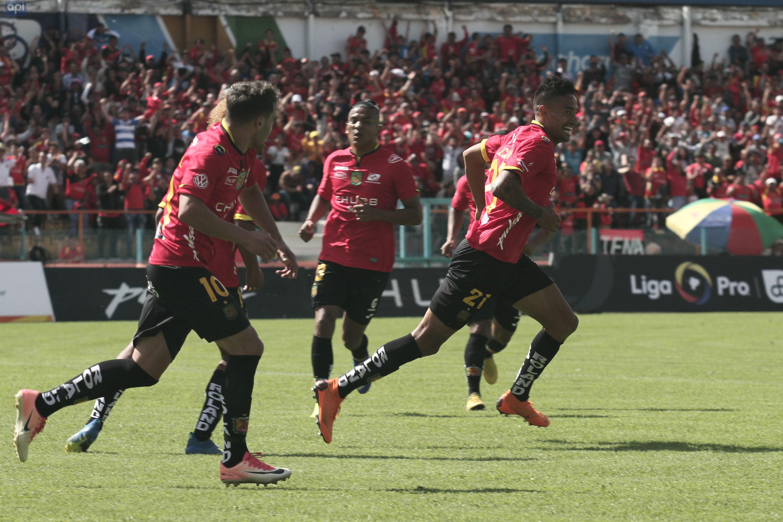 En dos ocasiones Deportivo Cuenca estuvo debajo del marcador, pero supo recuperarse y venció a Independiente del Valle con doblete de Becerra y un tanto de Larrea
