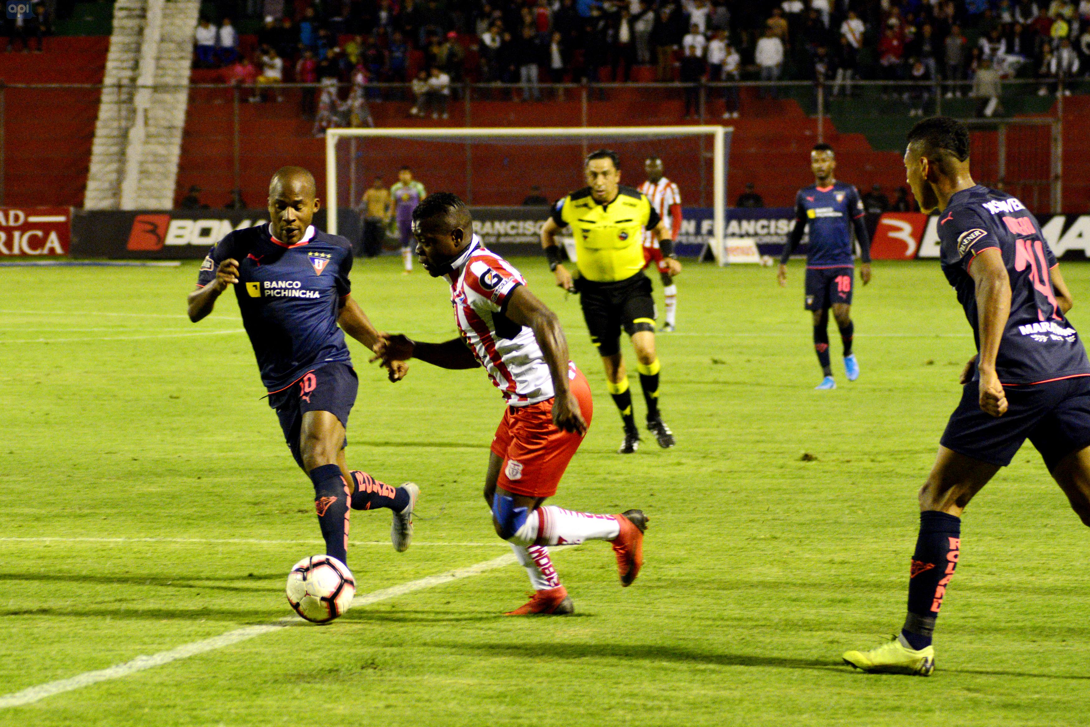 Julio Angulo sabe que el duelo ante Emelec es vital para llegar a los play-offs y se encuentra motivado por conseguir el título junto a Antonio Valencia