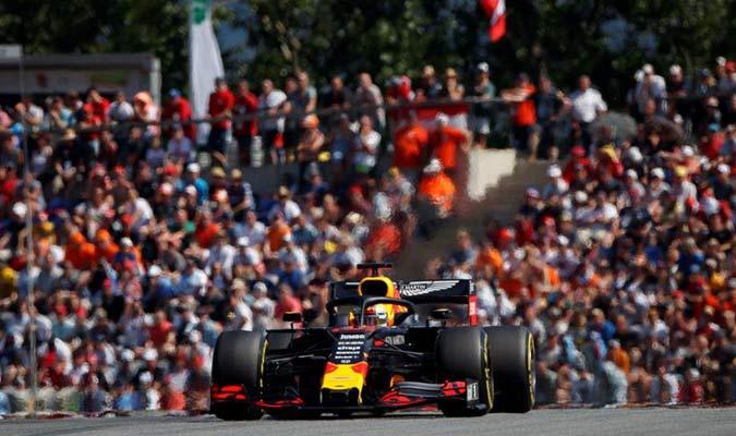 El piloto holandés dio la sorpresa ante la sanción de Hamilton