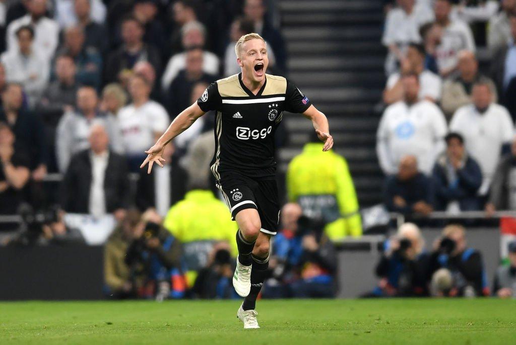 Un solitario gol de Van de Beek hace soñar a los holandeses en una nueva final europea