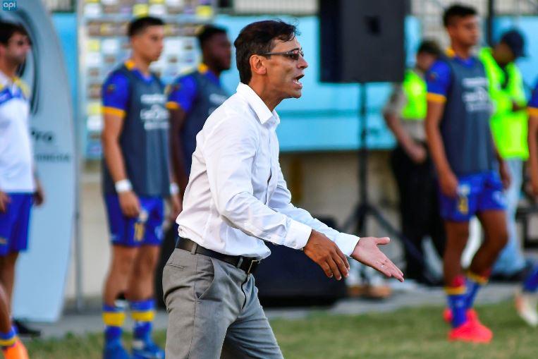 """A puertas de jugarse las finales de la Copa Ecuador, el DT de Delfín SC indicó que le parece """"ilógico que un torneo de la misma FEF te quite jugadores"""""""