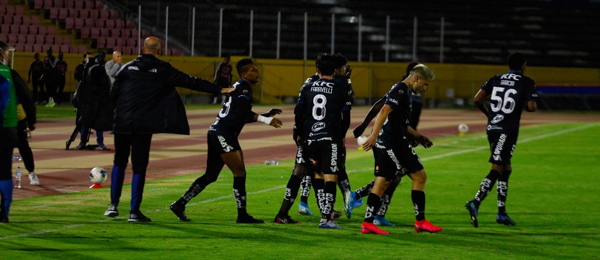 Dirigentes ecuatorianos del club negriazul adquirieron un porcentaje mayoritario del club español