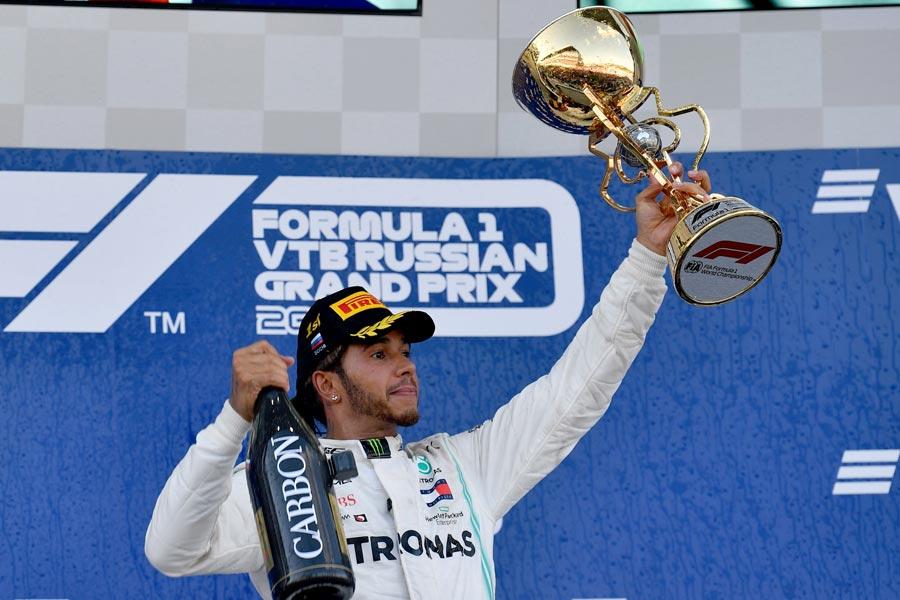 El defensor del título pasó de ser tercero a rodar en la primera posición. Se mantuvo ahí hasta el final y logró su cuarto triunfo en Sochi