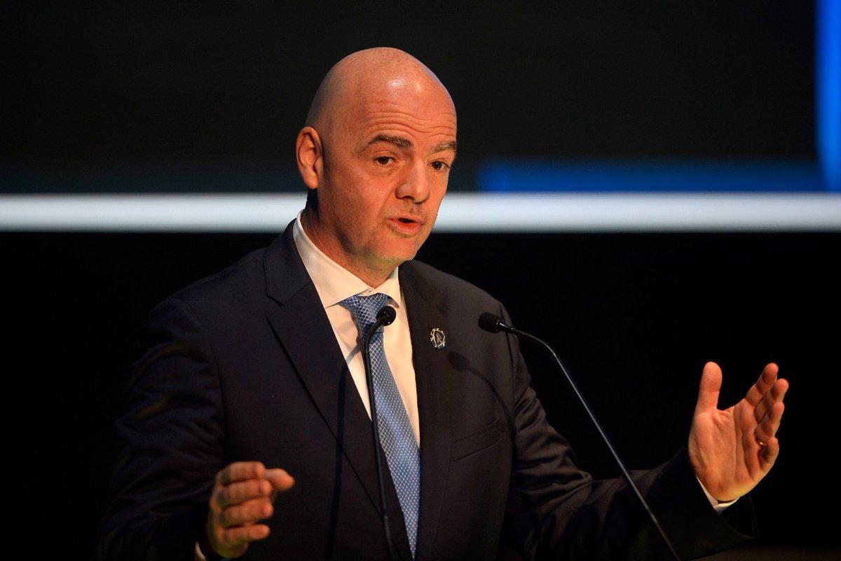 El presidente de la FIFA instó a que todos adopten el mismo procedimiento de tolerancia cero ante el racismo