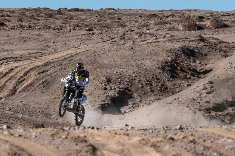 El piloto se adjudicó su primera etapa en este Dakar que se disputa íntegramente en Perú