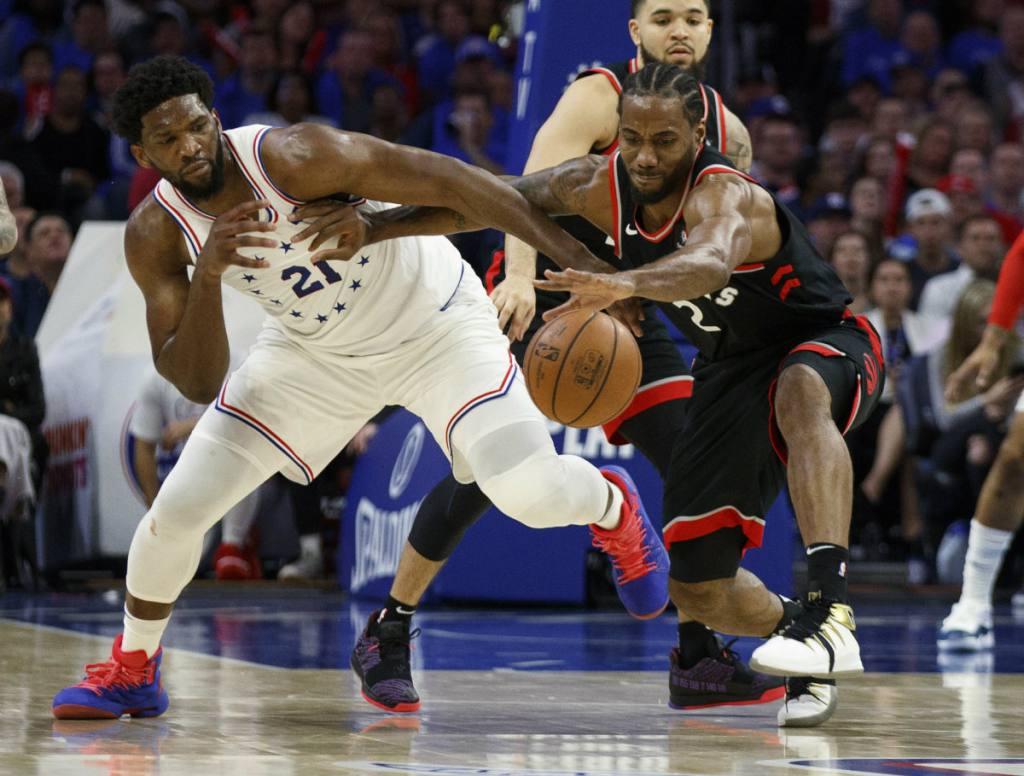 Kawhi Leonard volvió a ser el líder que aportó un doble-doble de 21 puntos y 13 rebotes con los que el equipo de Toronto dio toda una exhibición ofensiva ante los Sixers de Filadelfia