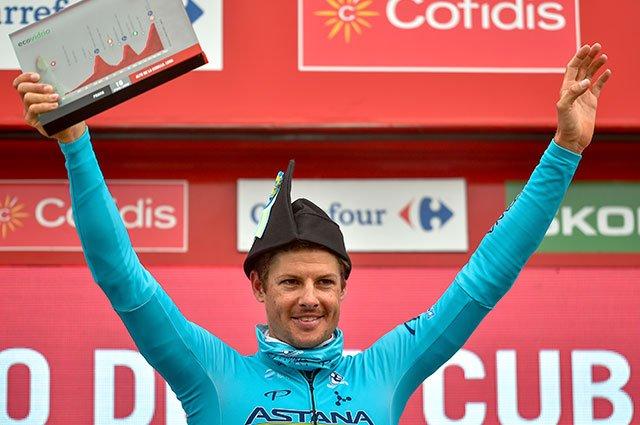 """El danés se puso la """"montera picona"""" asturiana como vencedor de su primera etapa en una grande, lograda tras un intento fallido de hacer algo importante en el pasado Tour"""