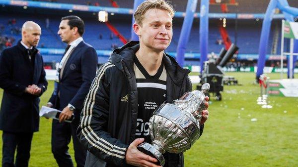 """""""Estoy muy orgulloso de ganar este galardón. Cruyff fue el mejor jugador que hemos tenido en Holanda, soy un fan de su estilo y creo que era una persona maravillosa"""", dijo el jugador"""
