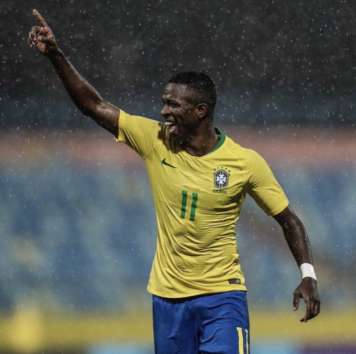 Es la primera vez que Vinicius Junior, de 18 años, es llamado para la selección absoluta de Brasil