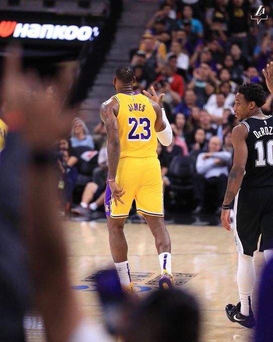 James volvió a ser el gran líder de los Lakers que mantuvieron su racha triunfal al imponerse como visitantes por 104-114 a los Spurs de San Antonio