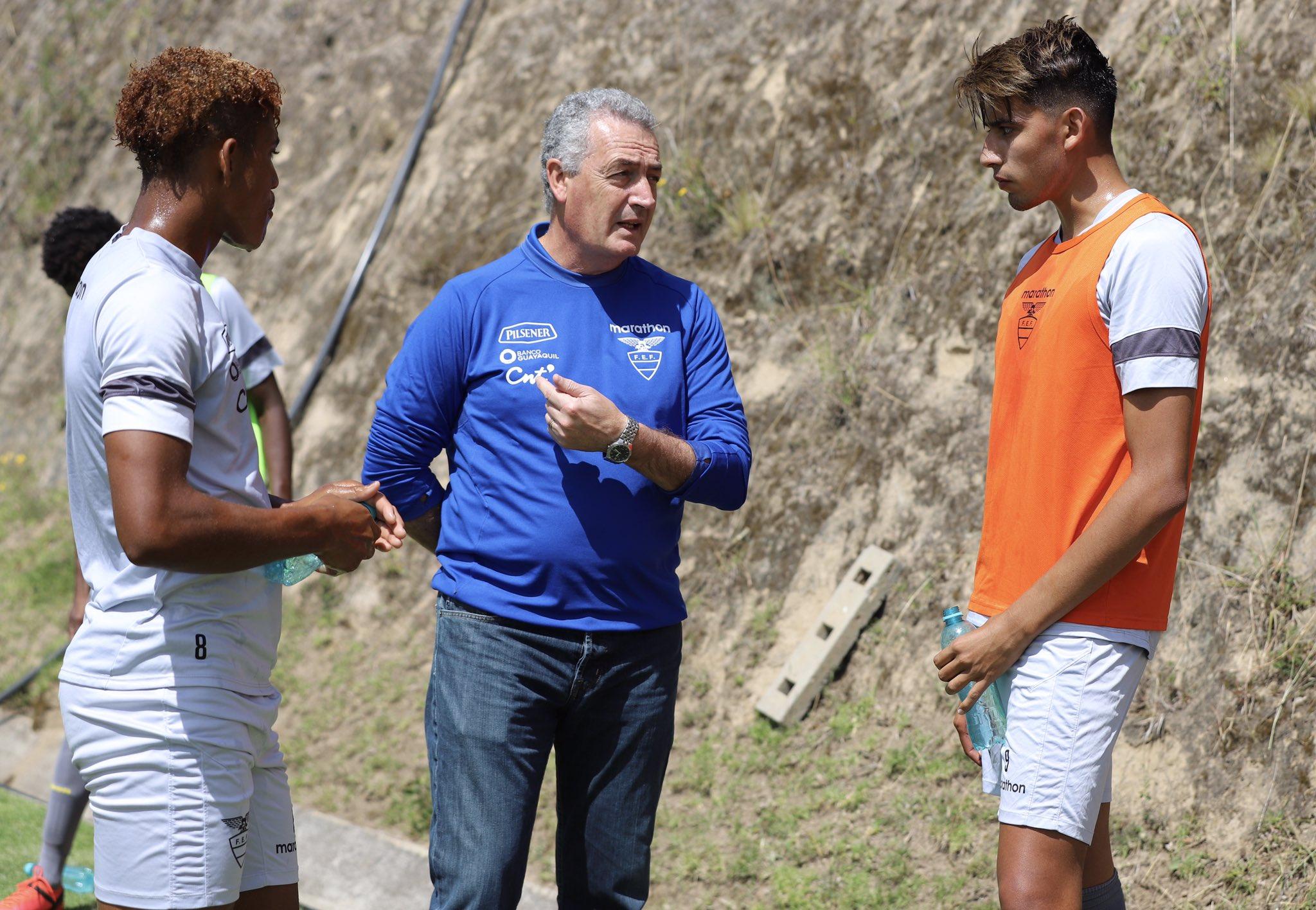 El entrenador de la Selección absoluta conversó con los jóvenes elementos, quienes se enfocan en el Sudamericano del 2021