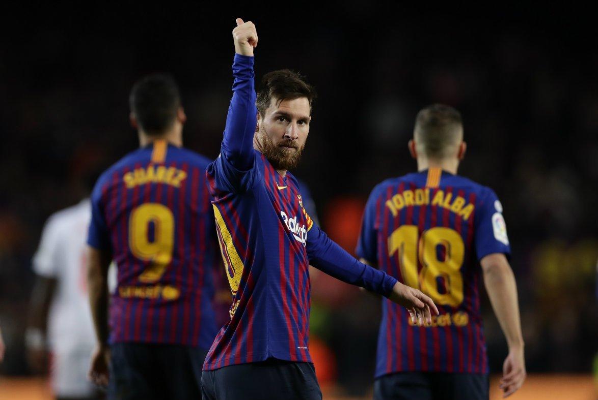 Ante el Eibar, Messi transformó un tanto -el octavo en las últimas cinco jornadas- que le permitió alcanzar la cifra de 400 en Liga
