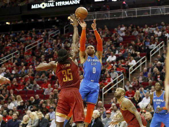 Westbrook y el alero Paul George protagonizaron una noche histórica con los Thunder que se impusieron a domicilio por 112-117 a los Rockets
