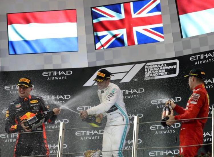 Hamilton, que ya tenía matemáticamente asegurado su sexto Mundial de Fórmula Uno, cerró la temporada con una nueva victoria, la undécima del año, que logró en el Gran Premio de Abu Dabi