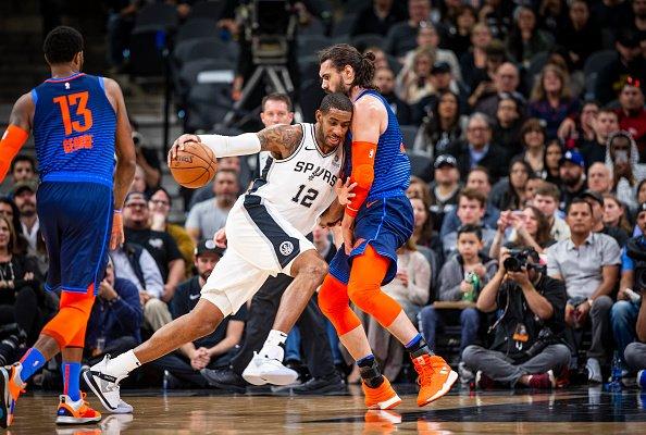 El ala-pívot Aldridge anotó 56 puntos, su mejor marca como profesional, y los Spurs, superaron por 154-147 a los Thunder