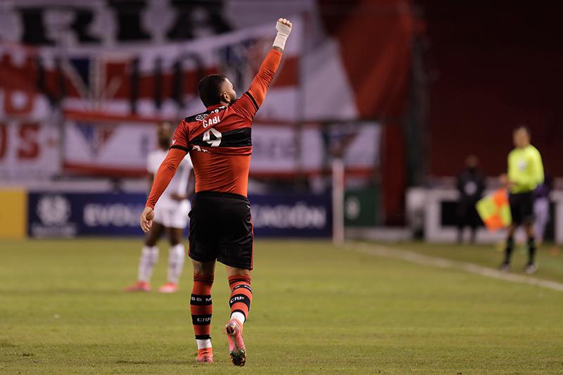 Los albos reaccionaron, pero no fue suficiente para dar vuelta el resultado en Quito