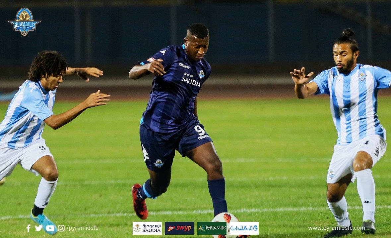 El ecuatoriano fue titular y participó en uno de los tantos en la victoria de Pyramids FC