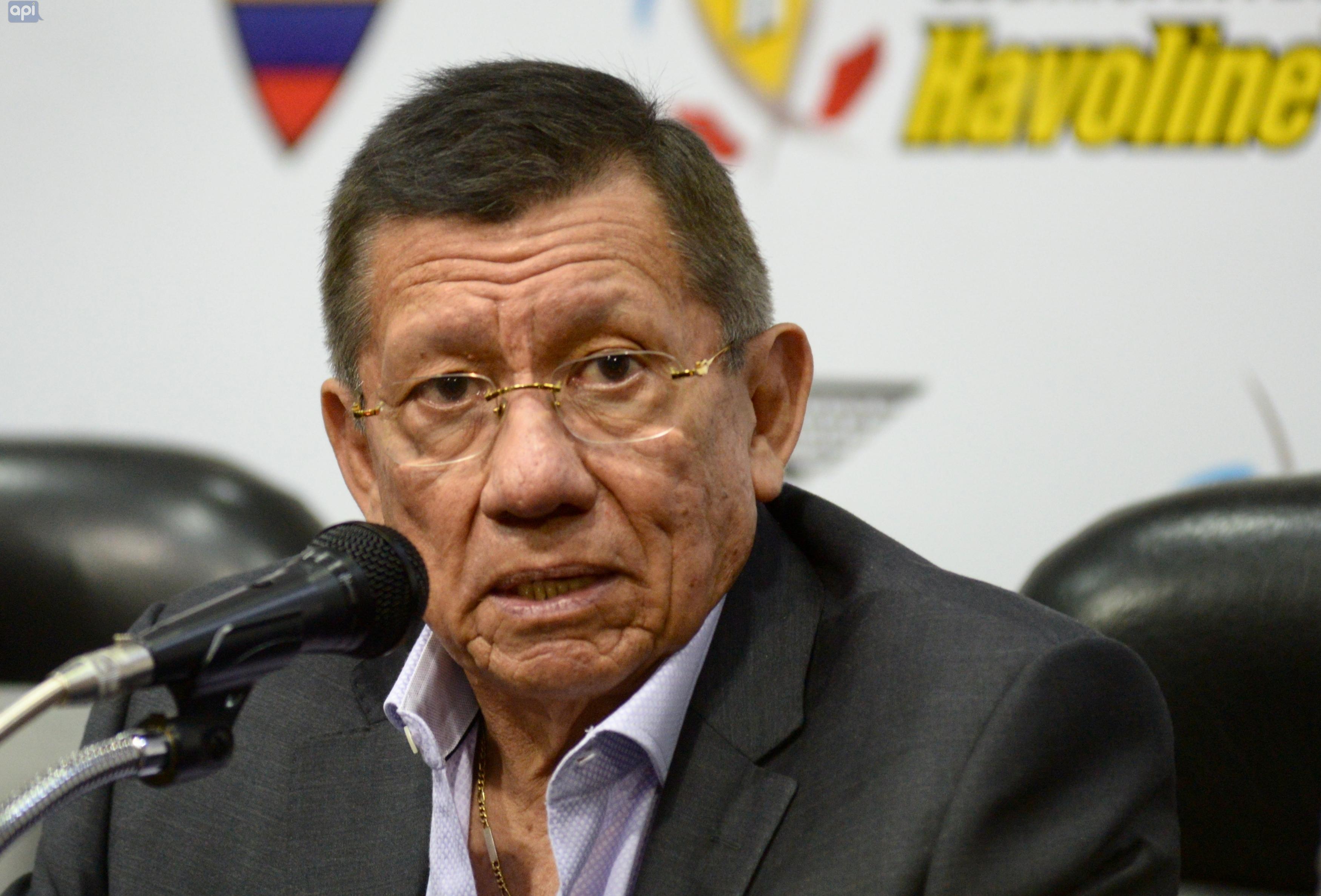 """Carlos Villacís menciona que su """"familia sufre"""" por las críticas"""
