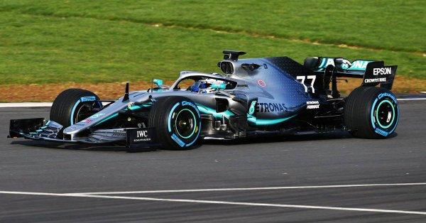 Hamilton y Bottas pudieron probar el modelo 2019 de cara a los primeros test oficiales en Cataluña