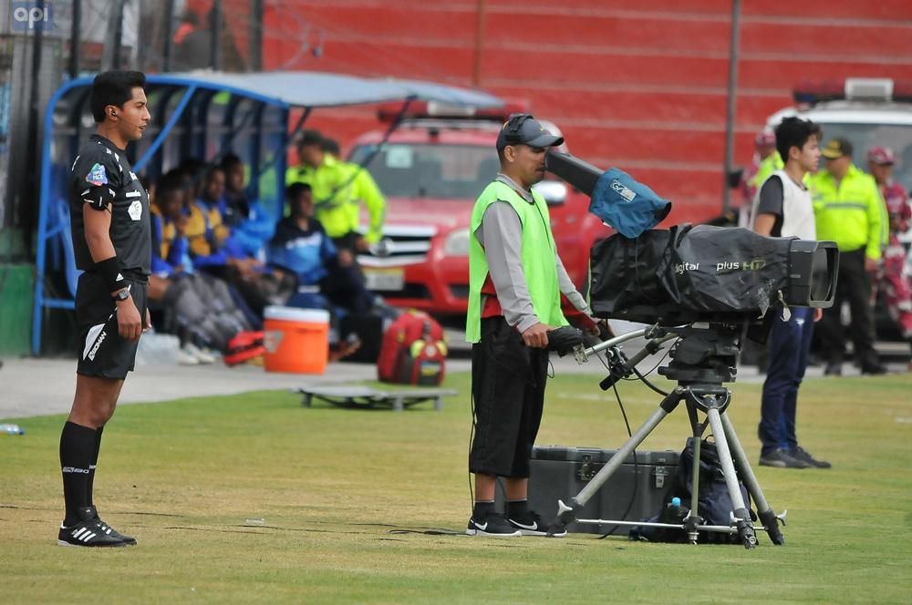 Solo una oferta se presentó para la cesión de los derechos de TV, mientras dirigentes de clubes analizan la paralización del torneo
