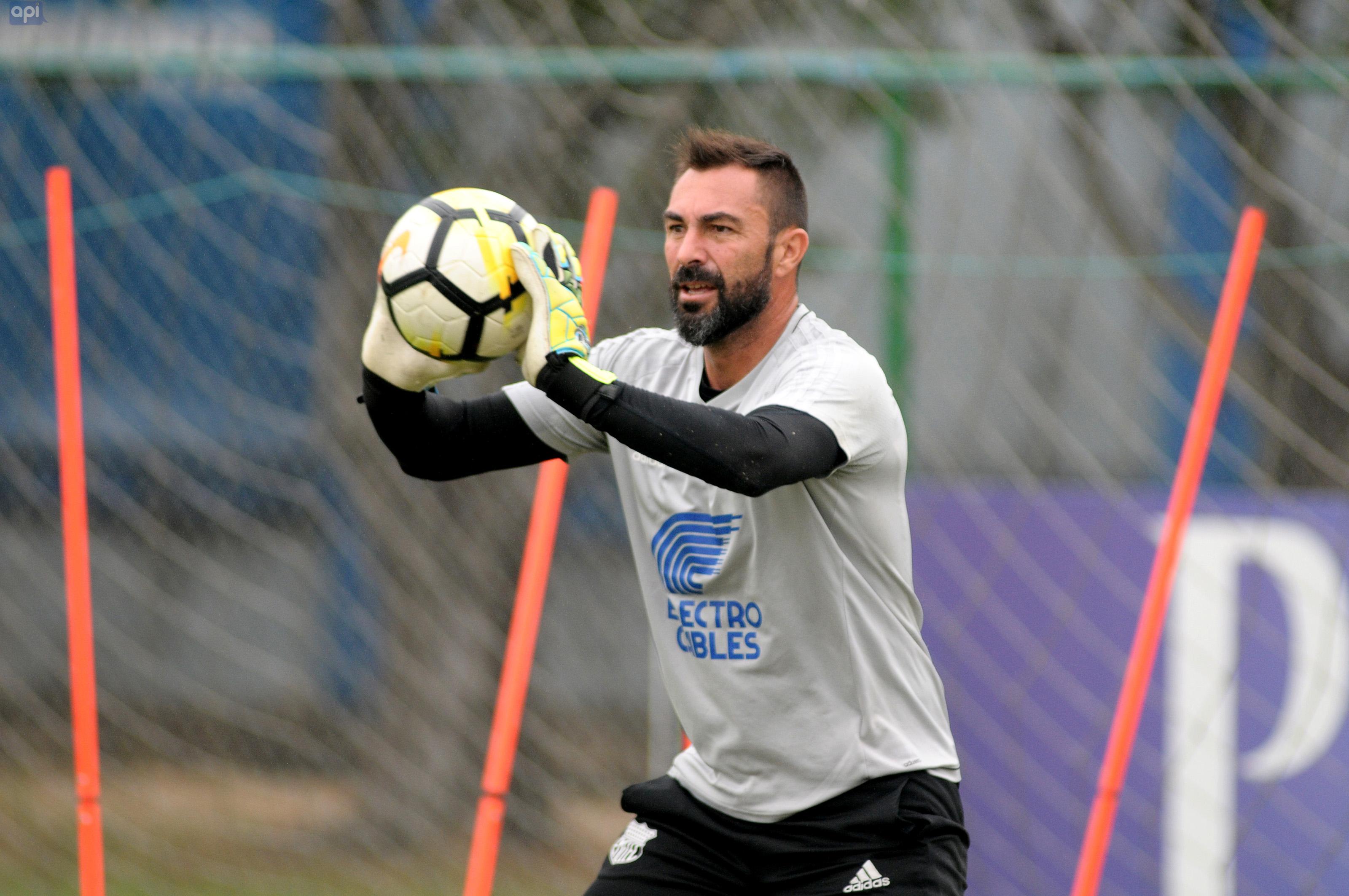 El golero 'azul' se enfoca en cumplir los objetivos suyos y del club en la visita al Técnico Universitario