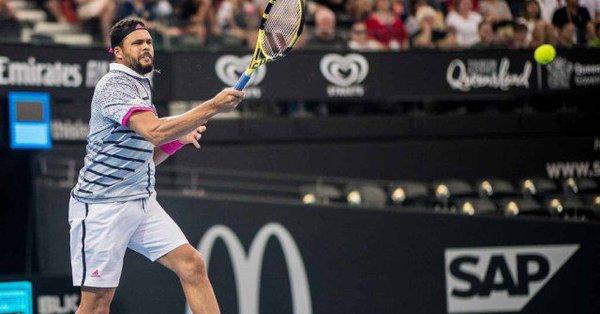En cuanto al cuadro femenino, la japonesa Naomi Osaka alcanzó las semifinales tras remontar frente a la letona Anastasija Sevastoja