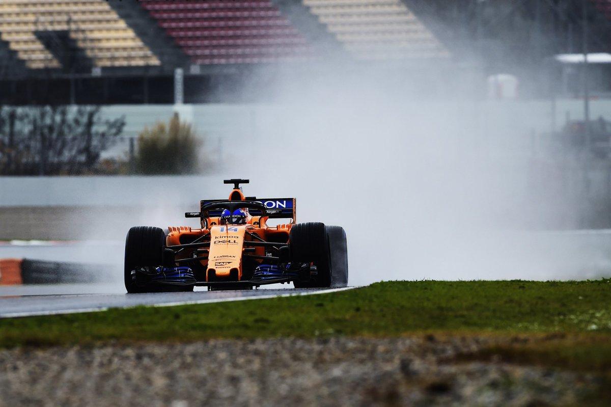 """Al referirse a su jornada de pruebas, Alonso dijo: """"Fue bien. Siempre es bonito porque estos coches son los más rápidos del mundo"""""""