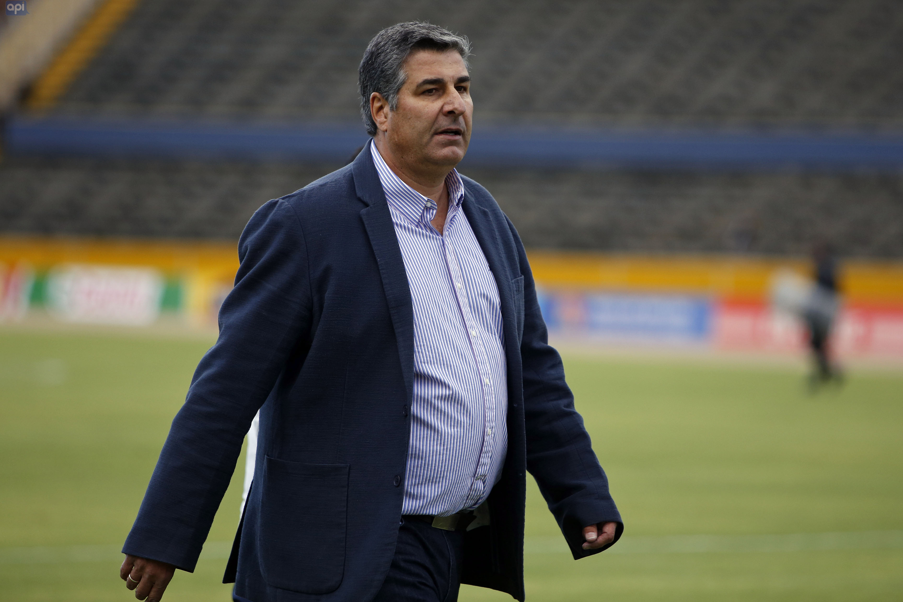"""Santiago Escobar admitió su molestia por haber dejado escapar la clasificación a Copa Libertadores, pero ahora con más calma, indicó su deseo por continuar en la """"Chatolei"""""""