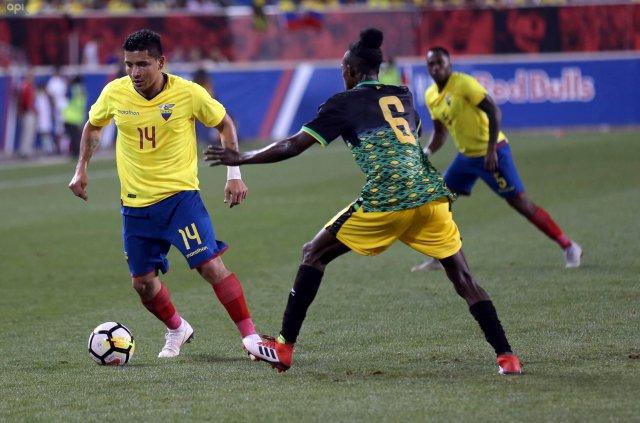 """Mario Pineida analizó su retorno a la selección y aseguró que """"es un honor vestir esta camiseta"""""""
