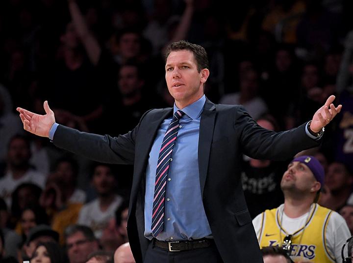 El entrenador cumplió tres de los cinco años de contrato, hoy es candidato para dirigir a los Kings de Sacramento