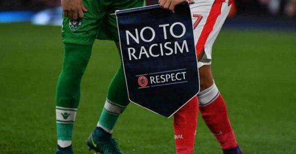 Según el código disciplinario de FIFA, árbitros inclusive pueden dar por perdido el encuentro al equipo infractor