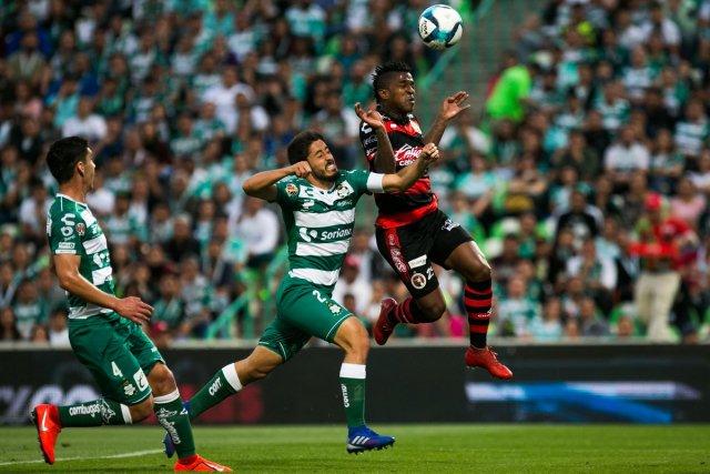 Miller Bolaños marcó en el empate de Xolos frente a Santos, que tuvo a Preciado desde el arranque