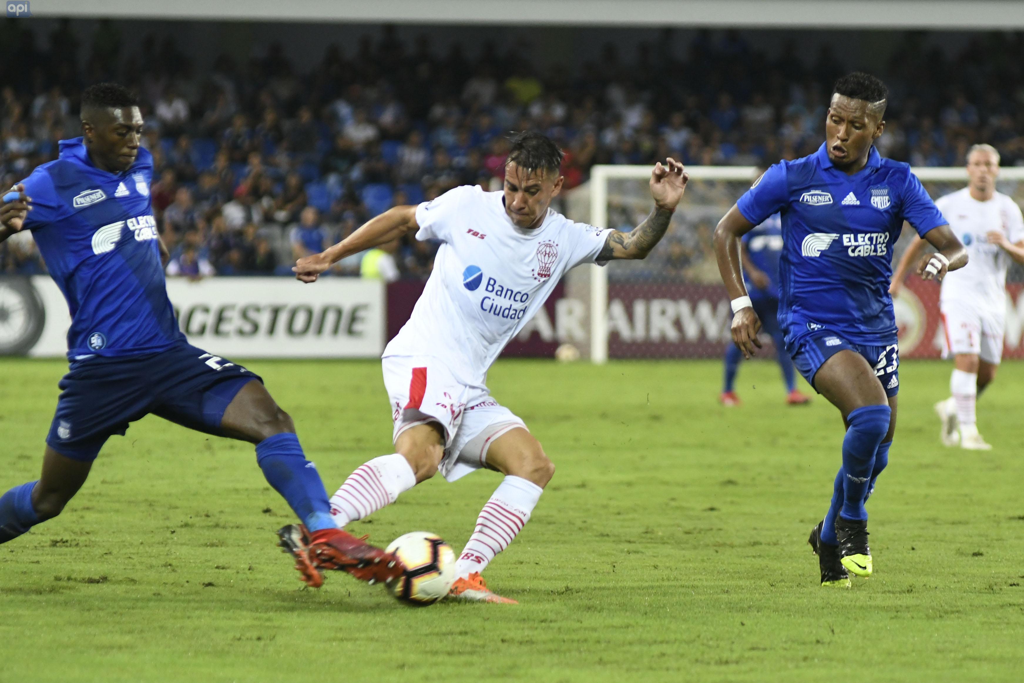 El 'Bombillo' suma dos puntos en el grupo y Huracán rescata un empate que alivia sus planes en Libertadores