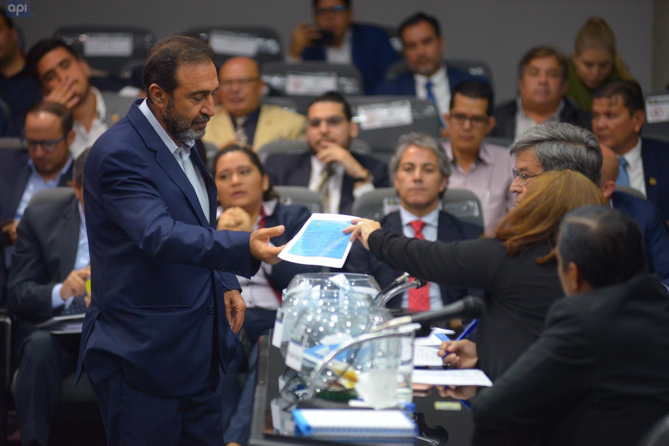 """Nassib Neme respondió a las declaraciones de Rodrigo Paz, quien manifestó que a Emelec se le fue """"el mejor jugador"""" y recordó al expresidente de la República, Rafael Correa"""