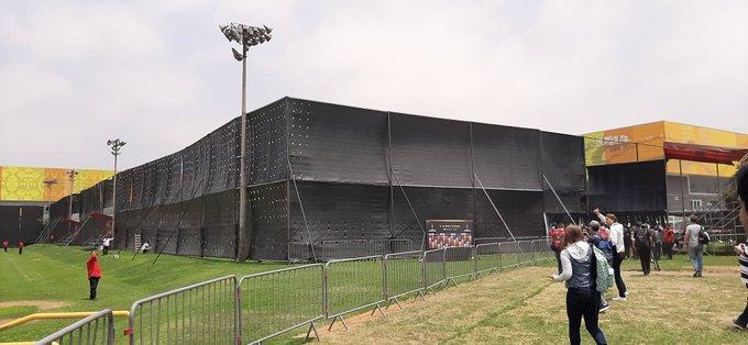 El equipo brasileño se entrenó por primera vez en la capital peruana en la Villa Deportiva Nacional, cuyo campo de prácticas fue rodeado de lonas negras