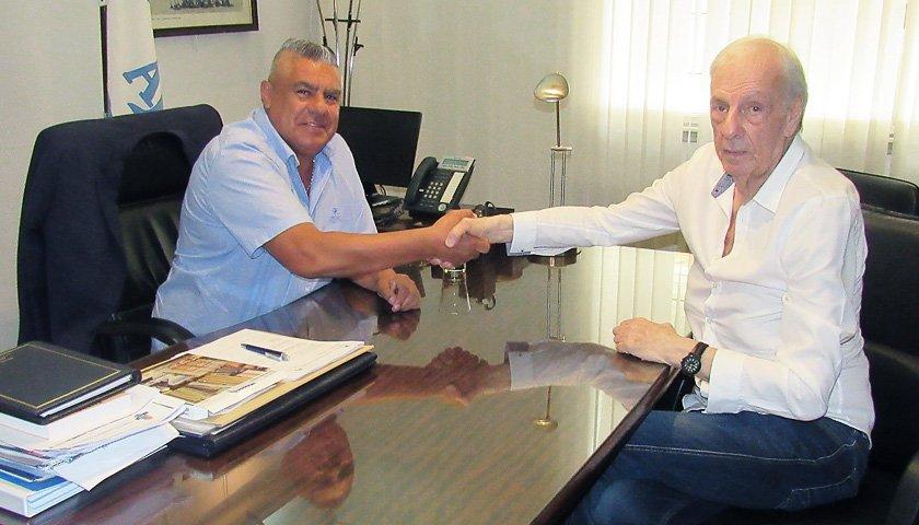 El extécnico del Barcelona entre 1983 y 1984, y del Atlético del Madrid de 1987 a 1988, entre otros clubes, dirigió la Albiceleste de 1974 a 1982
