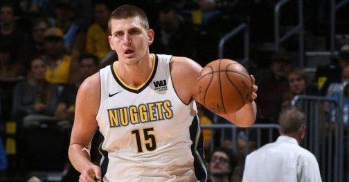 La figura del pívot serbio Nikola Jokic volvió a estar presente en juego de los Nuggets