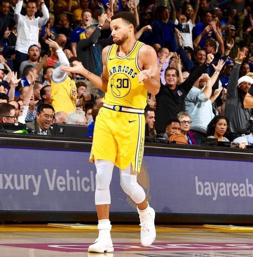 El base Stephen Curry aportó 33 puntos como mejor encestador de los Warriors, que vencieron a domicilio 88-110 a los Thunder