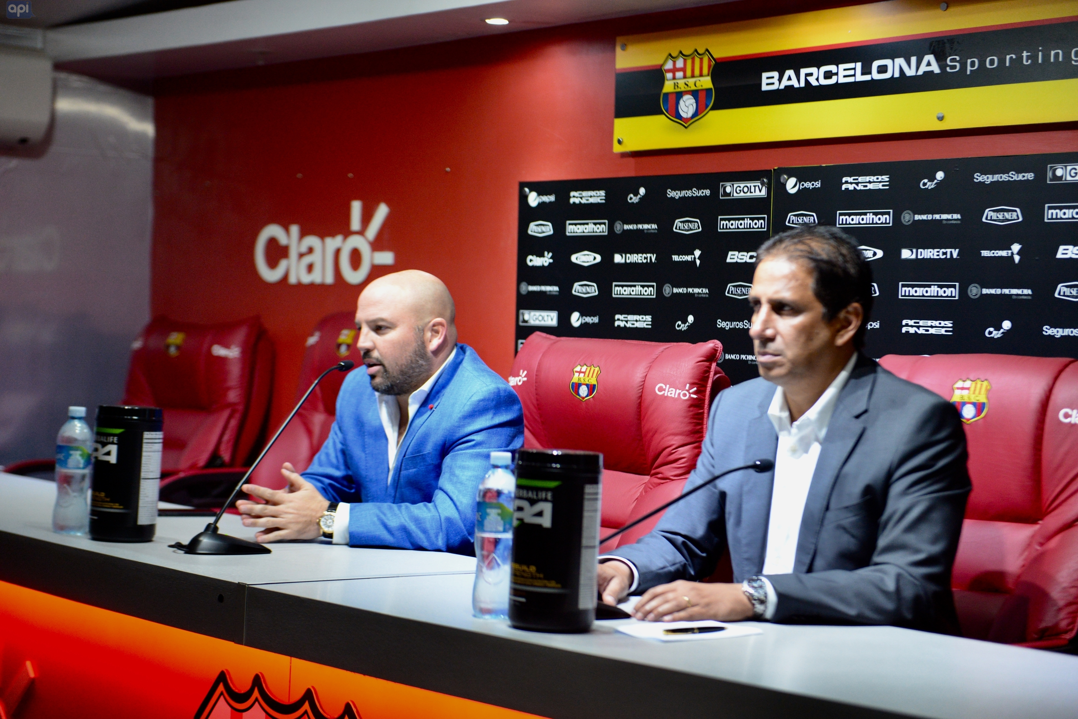 La LigaPro multó al presidente de Barcelona por ingresar de forma indebida durante el partido ante Universidad Católica