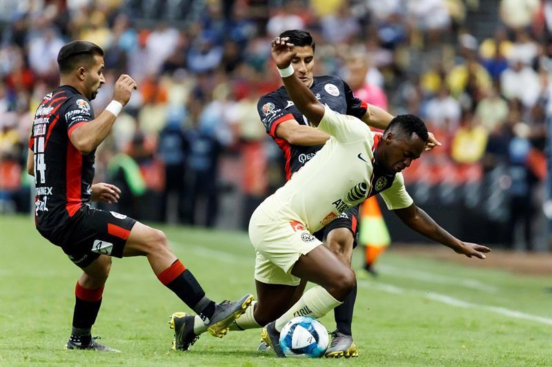 Ambos ecuatorianos jugaron los 90 minutos en el duelo desarrollado en el estadio Azteca