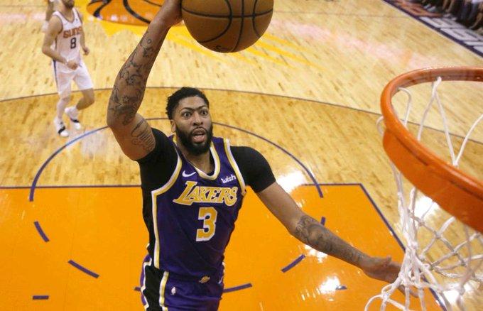 El poder del juego interior de Anthony Davis y el acierto final con los triples de Kyle Kuzma hicieron la diferencia a favor de los Lakers ante los Suns de Phoenix