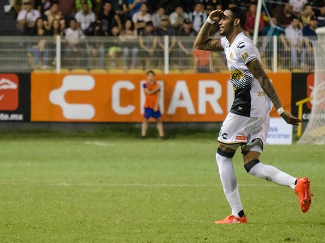 Vinicio Angulo fue titular y se mantuvo en cancha hasta el minuto 85