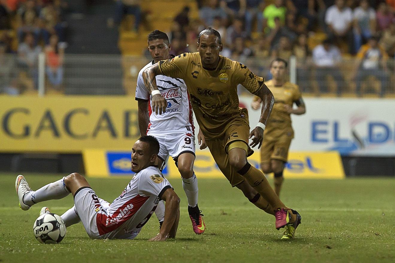El ecuatoriano no tuvo minutos en la caída de su equipo en el inicio del torneo