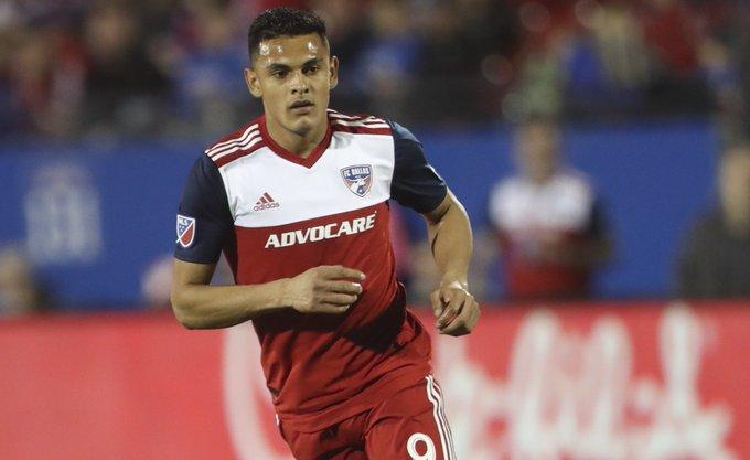 El delantero paraguayo llegaría proveniente del FC Dallas estadounidense