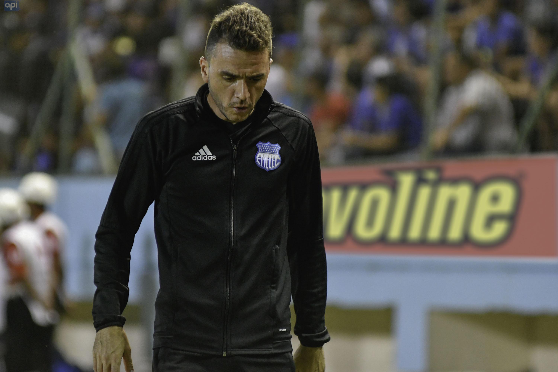 Mariano Soso, DT de Emelec, asumió la responsabilidad del flojo empate con Huracán en el Capwell