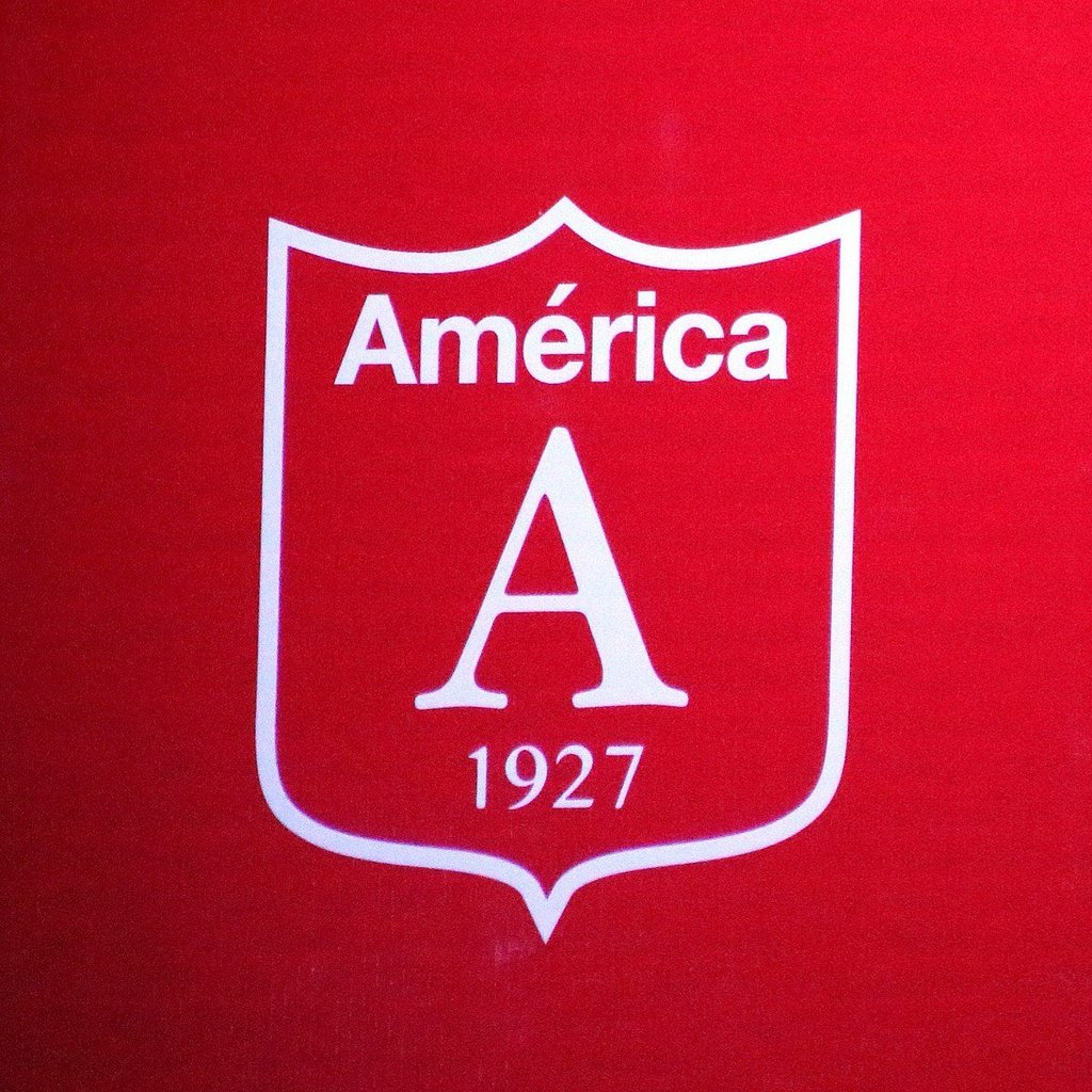 El emblemático diablo y su tridente, que identifican hace 40 años el escudo del equipo rojo, ya habían desaparecido de la nueva indumentaria