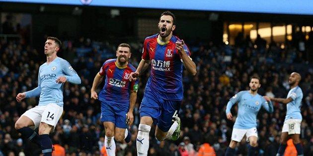 Las derrotas caseras del Manchester City y Chelsea trajeron la sorpresa en la última jornada de la Premier antes de Navidad