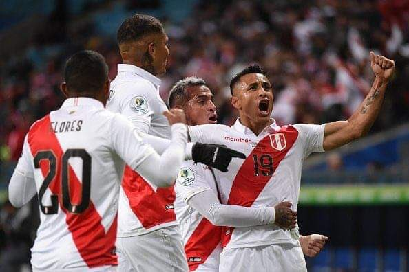 Prensa escrita, radio y televisión amanecieron con un contenido monotemático, y dedicados en cuerpo y alma al éxito del equipo en Porto Alegre