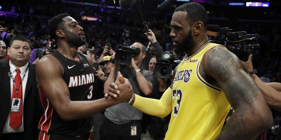 James aportó 28 tantos, 12 asistencias y nueve rebotes y los Lakers sobrevivieron a los 15 puntos de Wade